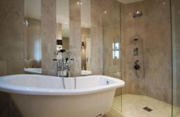 Roll Top Bathroom 2